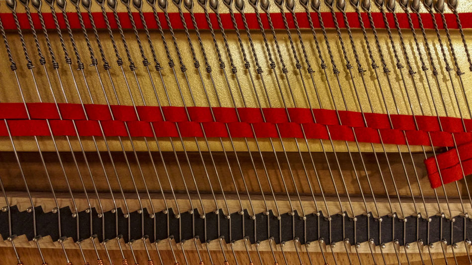 InnenLeben Arrangement Backgrounds Close-up Culture Day Full Frame In A Row Large Group Of Objects Multi Colored No People Piano Piano Insides Red Repetition Side By Side Strings