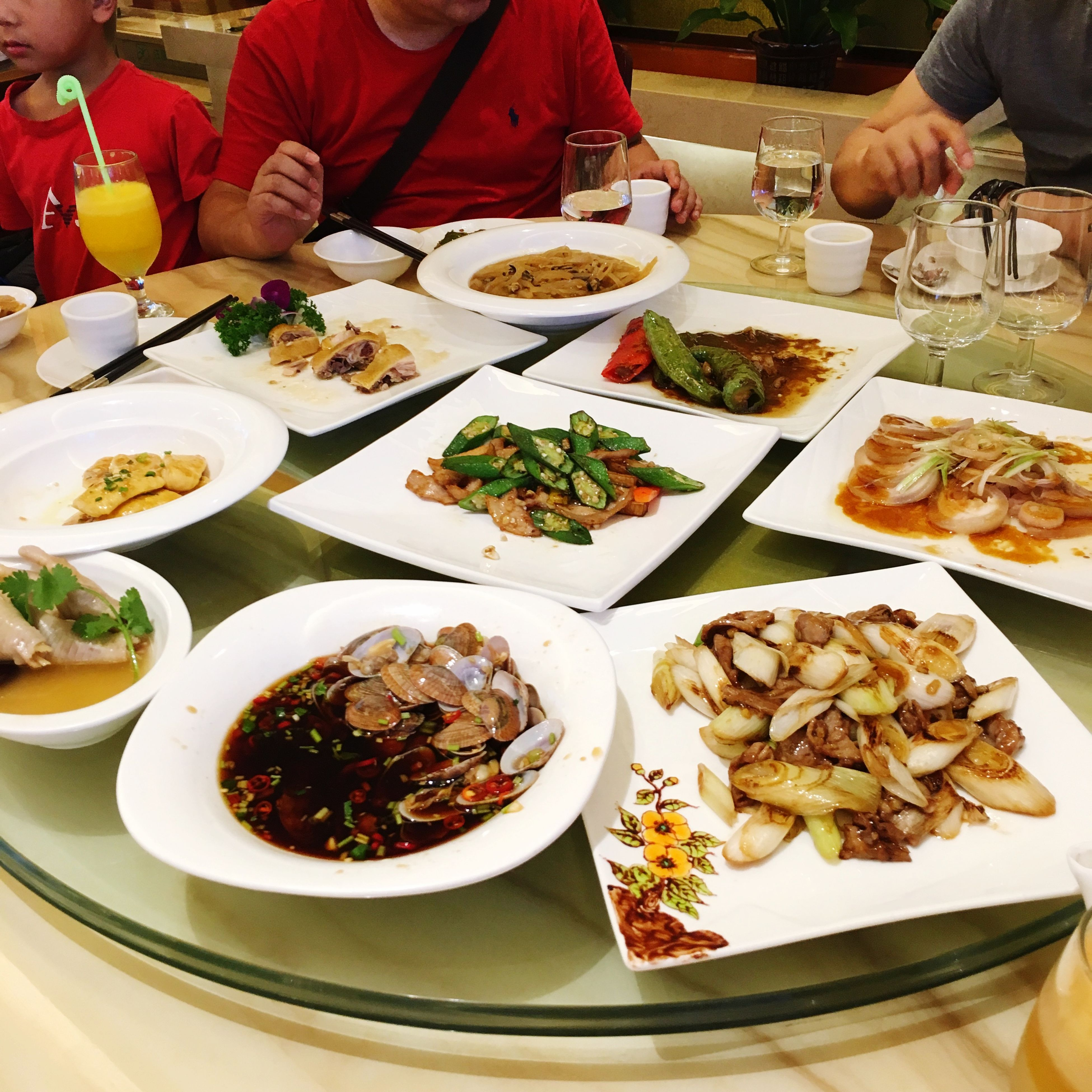 food and drink, food, freshness, person, plate, table, ready-to-eat, indoors, healthy eating, lifestyles, men, holding, meal, restaurant, bowl, meat, leisure activity, vegetable
