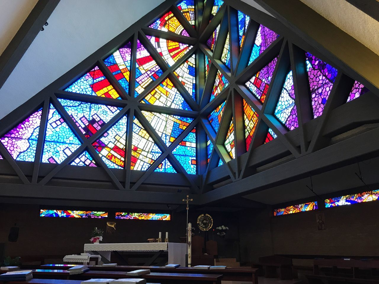 Lifestyles VSCO Vscocam No People Built Structure Architecture Indoors  Ceiling Window Multi Colored Day Church Religious Architecture Religion Color Architecture