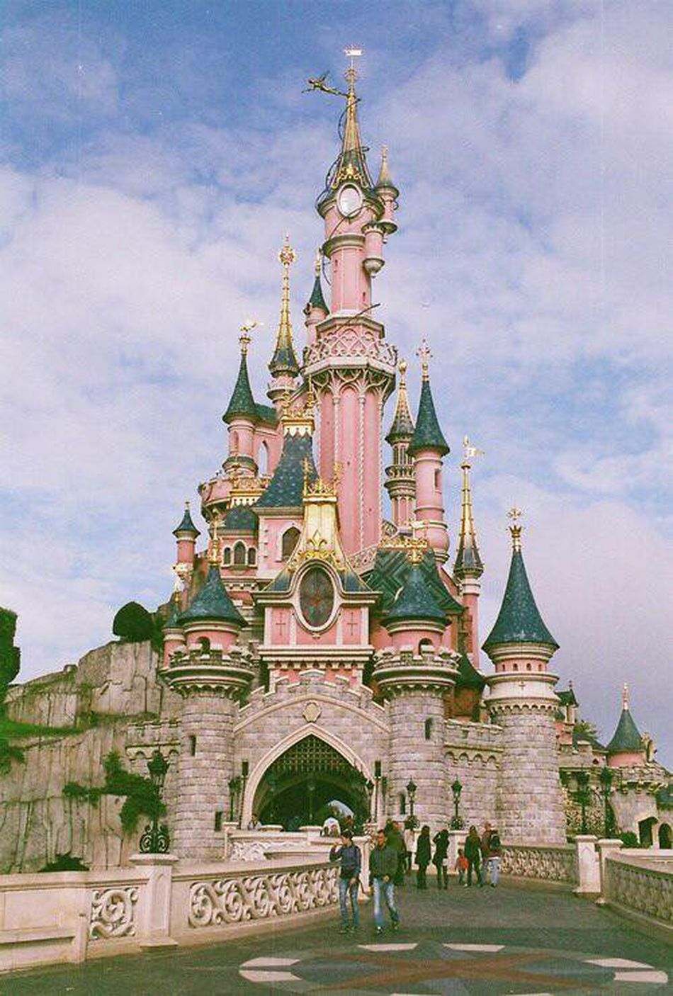 Disneyland 💞 Dream Paris Twoyearsago Beautiful Disneyland Play Magic 💫
