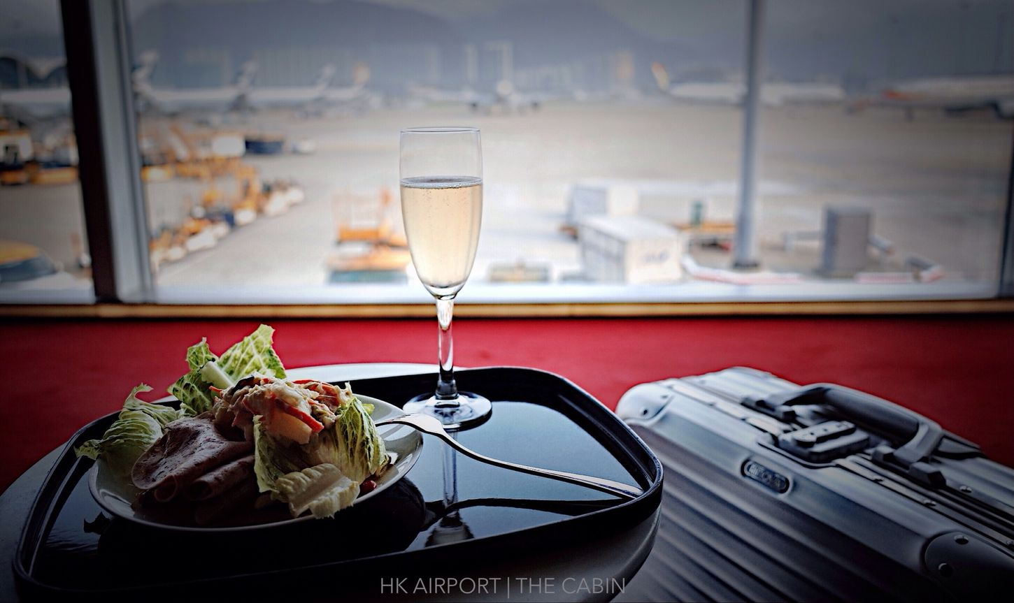 PM 4:58 THE CABIN, 繼續休息等待下個航程, 回家的心情是愉快的。。。Continue to rest waiting for the next flight, the mood back home is happy. . . Travel Ricoh Gr The Cabin Rimowa