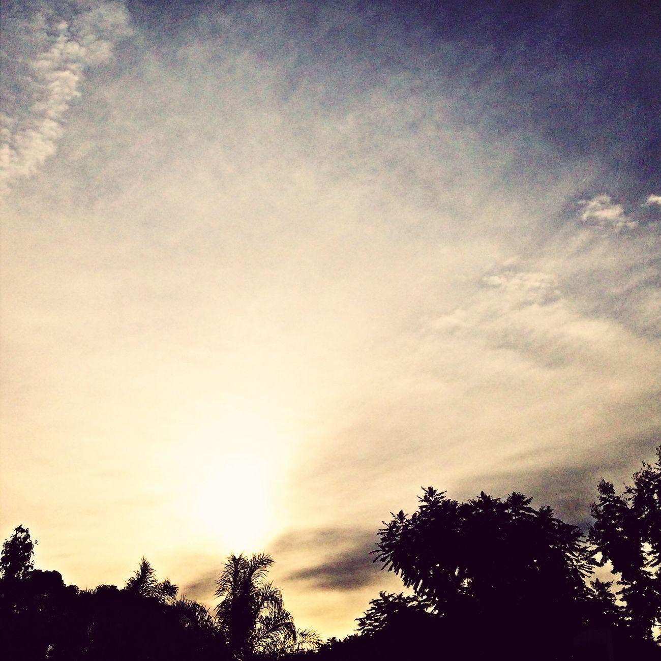 Lá vai o sol... :( Sunset Sky Relaxing Clouds