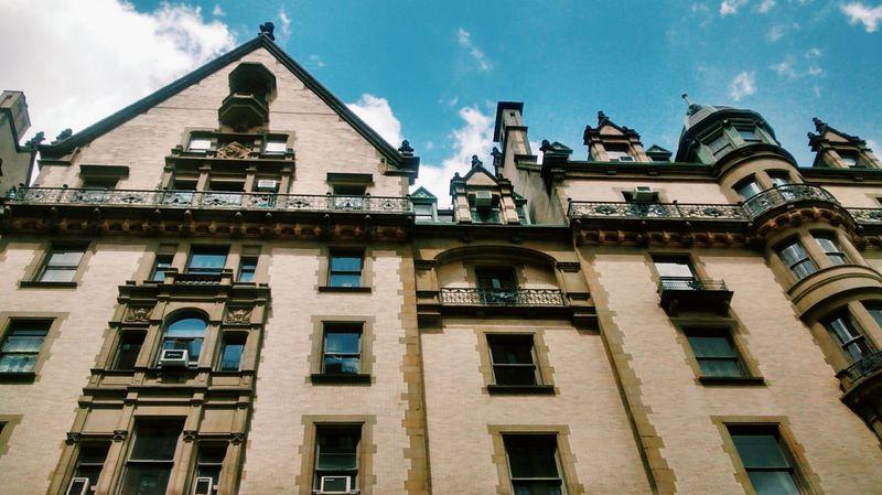 The Dakota, John Lennon's death place. Yoko Ono still lives on the 7th floor .. RIP New York City Street Photography John Lennon Architecture