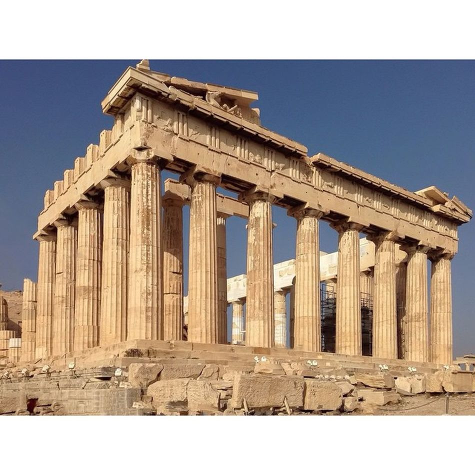 Parthenon . An architectural icon from Athens . It doesn't need any subject in front of it. It is the subject itself. Skrwt Doyouskrwt Allhailsymmetry Handyphoto Mobilnytydzien6 Mobilnytydzien Igersgreece Igers_greece Grupamobilni