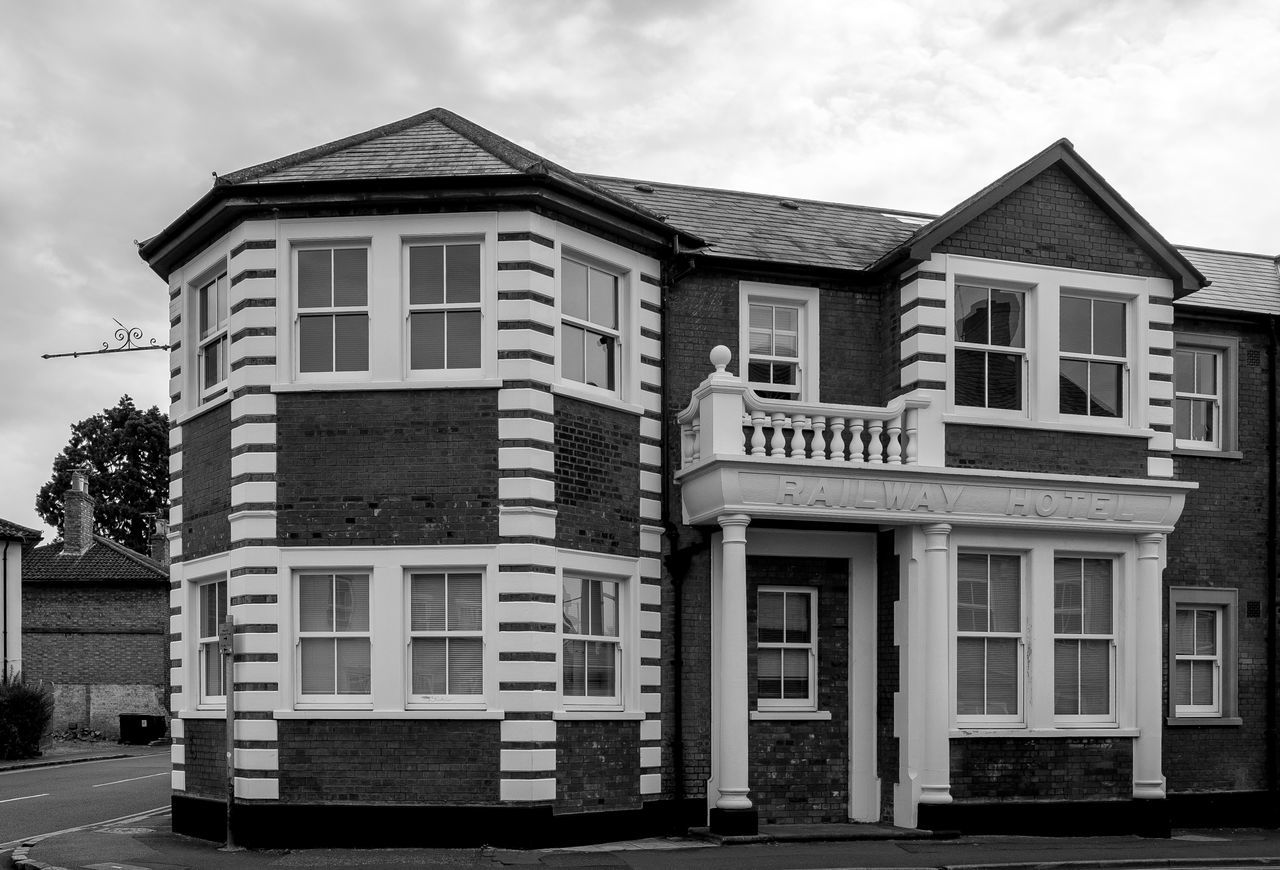 Former Railway Hotel, Linslade, Bedfordshire Architecture Railway Leighton Buzzard Linslade Conservation Area Bedfordshire Urban Monochrome Black And White Monochrome Photography Fujfilmxt10 Hotel