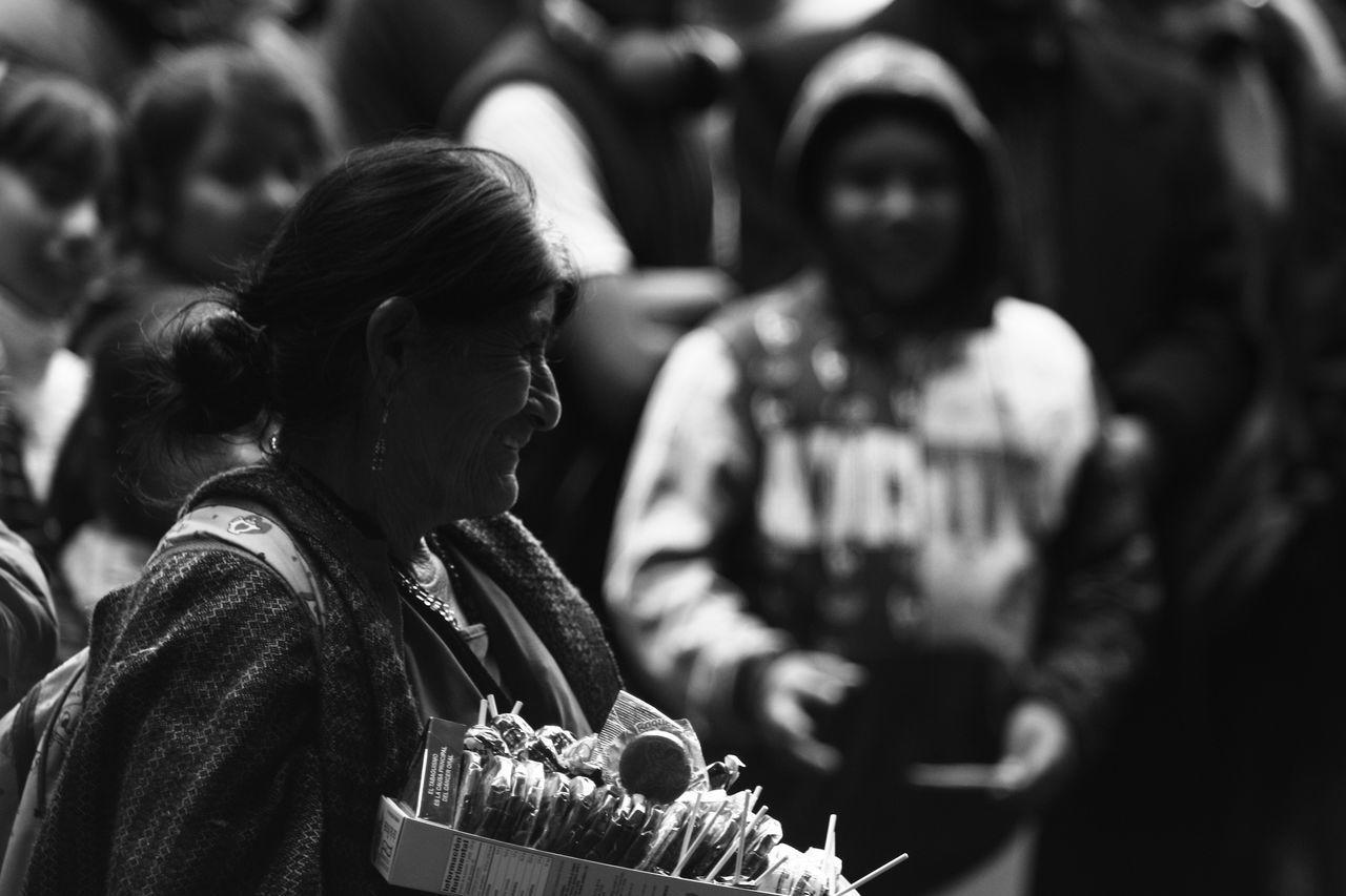 Un día más Real People Social Issues Sin Filtros Nofilter Noedit Fotografia Streetphotography Photodocumentary Fotodocumental Fotodecalle Gentenormal Ciudad De México People Photography Personas Centro Historico City Focus On Foreground Smiling Women Beautiful People Trabajo Duro Trabajando