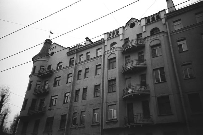 Architecture Built Structure Building Exterior Low Angle View Window Residential Building Building Shadow Doublecolors Façade Anticolors Saintpetersburg Facades Black And White Blackandwhite 50shadesofgrey Grayscale Monochrome FiftyShadesOfGrey Monochrome Photgraphy Streets City Life Outdoors Power Cable Cable