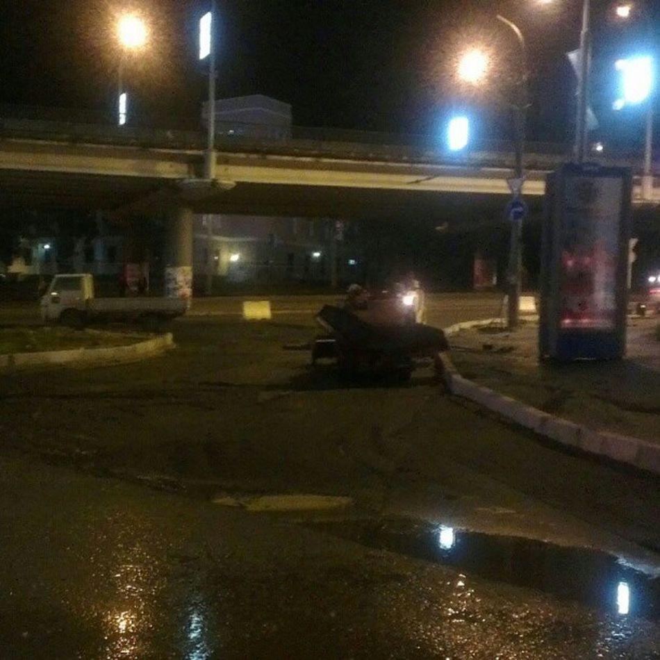 Кладут  наноасфальт в дождь. Очень нано!  саммит APEC2012  Владивосток