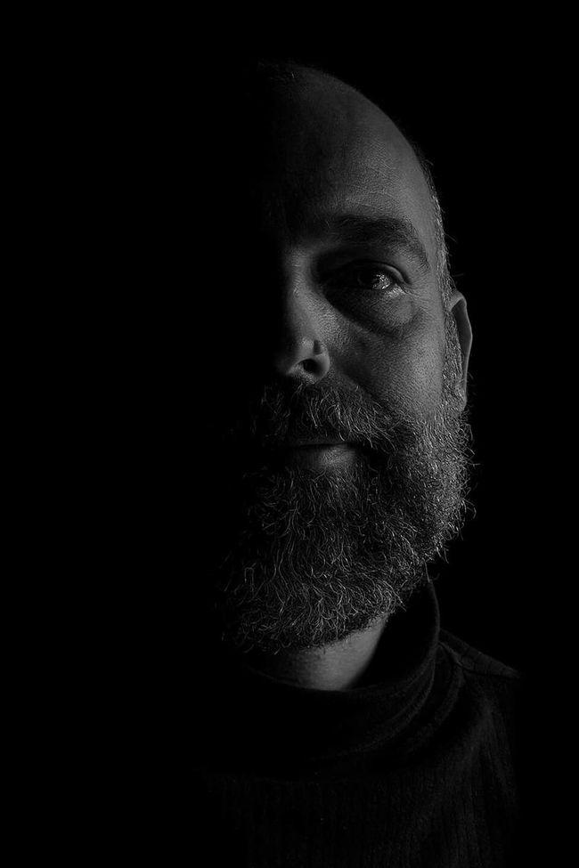 Zelfportret Mezelf  Zelfie Black & White Lowkey  Low Key Taking Photos Hi! Relaxing EyeEm Best Shots - Black + White Black And White Portrait One Person Blackandwhite Photography