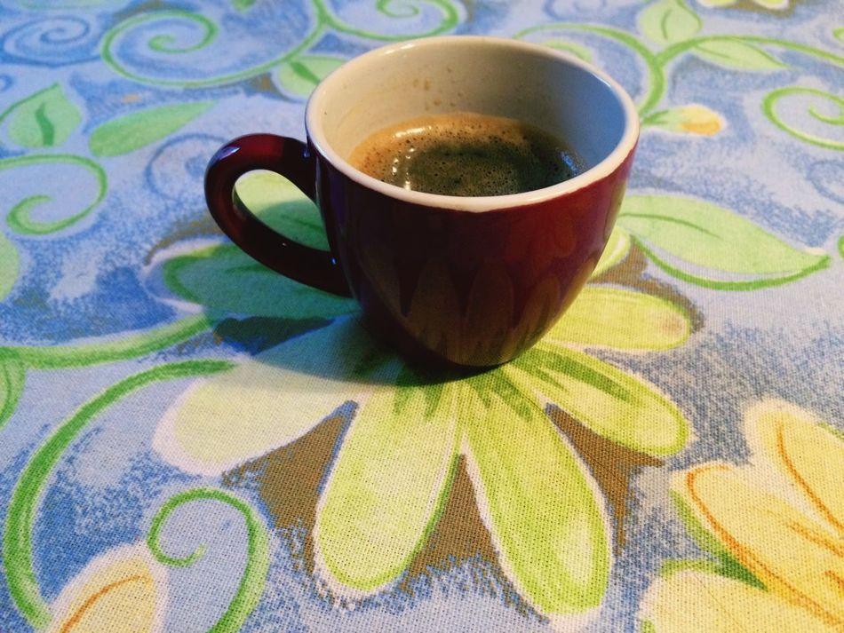 Flower Drink Coffee Coffee Cup Coffee Break Coffee ☕ Coffeelover Espresso Nespresso Nespresso Time Nespressomoments Coffeeaddict Coffeeaholic Table