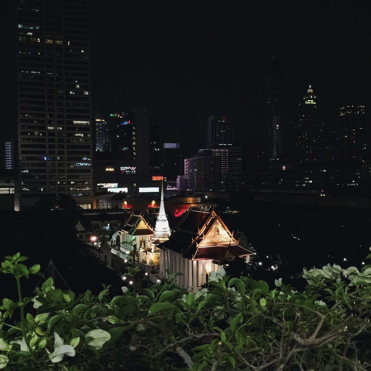 View from Paragon parking Paragon Watprathumwanaram Pagoda Stupa Chapel Church Temple Siam SiamParagon Siamnight Night Nightlife Capital Centerpoint View View From Above Parking City Cityscapes Wlodsimier