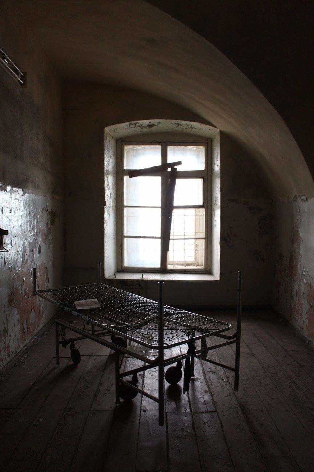 My Year My View exploring old soviet prison Prison Patarei Soviet Tallinn Estonia Tallinn Estonia Bed Window Indoors  Abandoned No People Bad Condition Architecture Contrast Tallinn Old Town Soviet Era Prison Museum