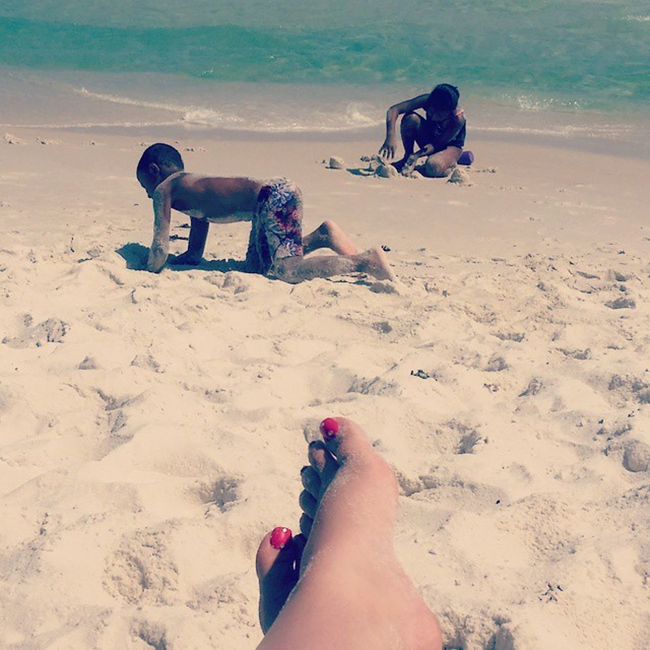 sand, real people, beach, human leg, barefoot, outdoors, togetherness, human body part, day, leisure activity, men, lifestyles, low section, women, friendship, vacations, nature, water, sky, adult, people