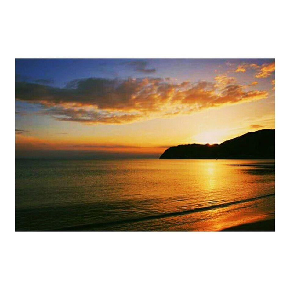 逗子映画祭 の時に撮った夕日 きれいだなぁ😊 逗子海岸 海 サンセット 一眼レフ キャノン Zushi Zushibeachfilmfestival Sunset Beach Beautiful Canon 😚 😚 😚
