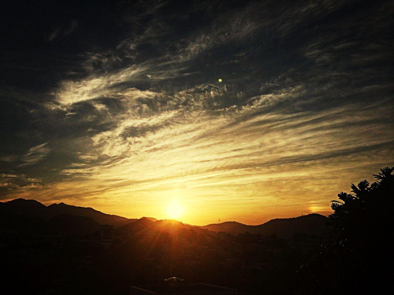 #VidaQueSegue #ARodaGira #Simbora http://youtu.be/9wHonAkXfuQ #StoryOfMyLife Sky Clouds Sky_collection Sunset