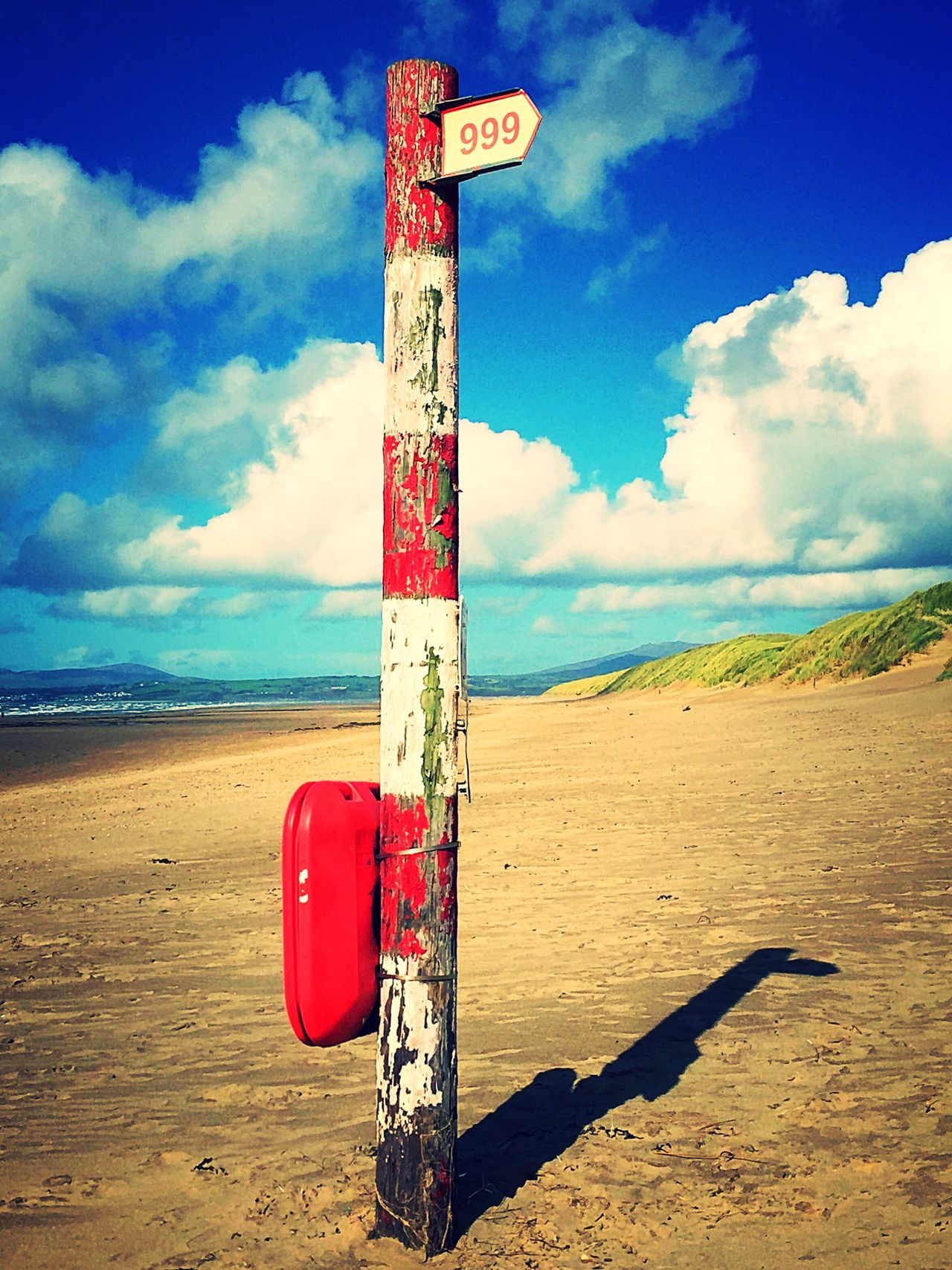 Harlech Beach Harlech Wales❤ Wales UK Walesonline Information Sign Shore Gwynedd Wooden Post Pole 999 Sos Red And White Beach Photography Beach View Beach Life Emergency Emergency Services Emergency Equipment Signpost Arrow Sign