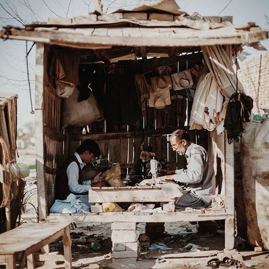 ASIA Pakistan Punjab Sahiwal Rural Outskirts Street Streetphotography Tailor Shed Hut Salwar Salwarkameez VSCO M5 Dailylife Cityofcities @everydayasia