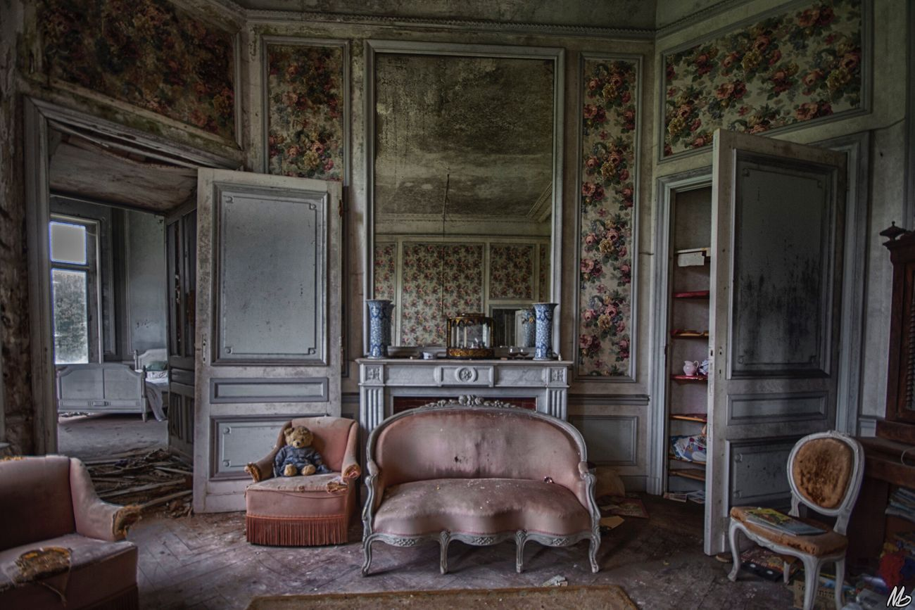 Sweet room 🐻 Abandoned Indoors  No People Taking Photos First Eyeem Photo Hello World Eye4enchanting Urbex Abandoned & Derelict Abandonment_issues Lostplaces Abandoned_junkies Urbex_supreme EyeEm_abandonment Abandoned Places Enjoying Life Beauty Of Decay Urbanexploration Discarded Home Interior Urbex_prestigious Hanging Out Beautiful Antique Old-fashioned