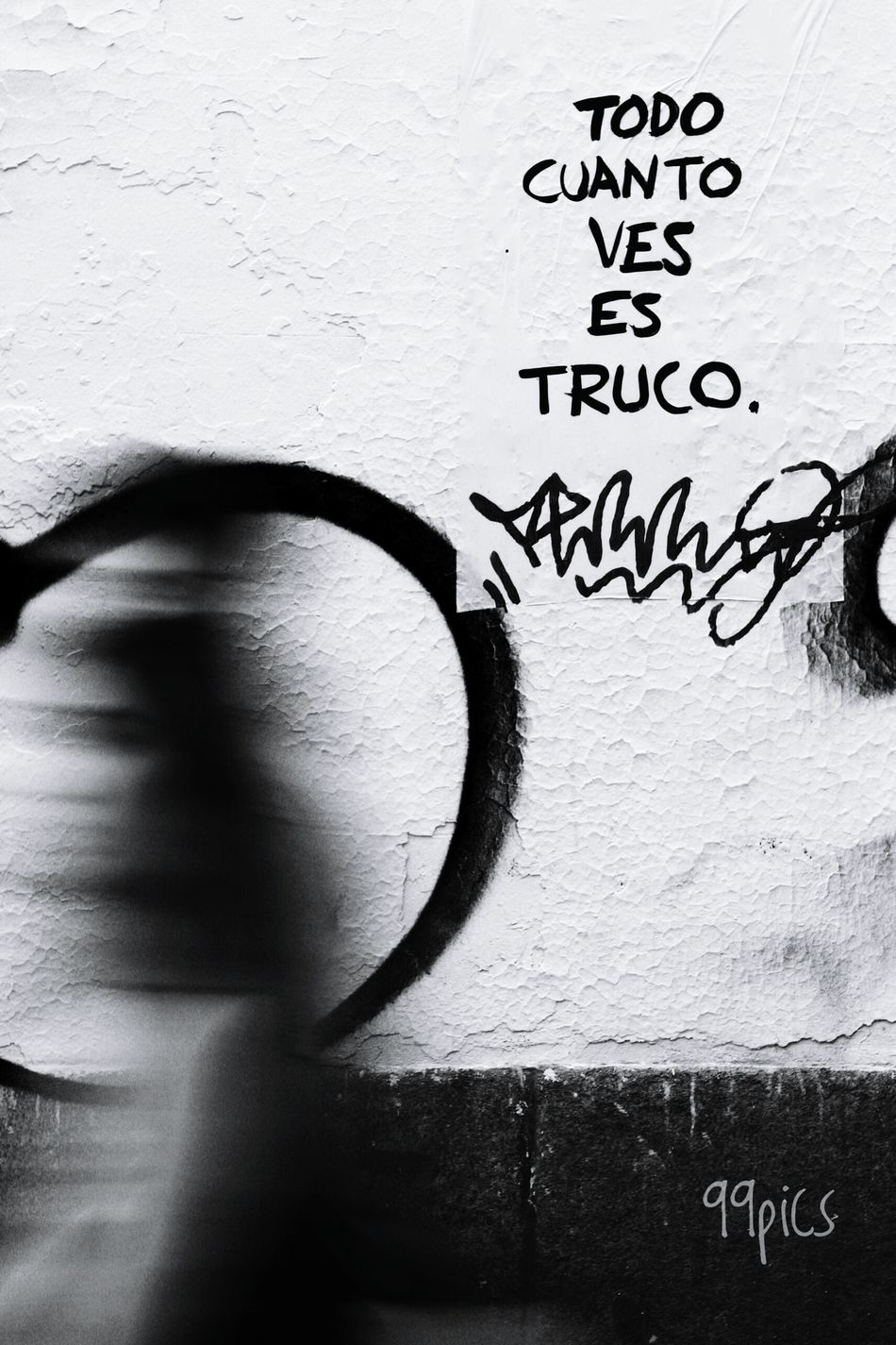 Trato o truco. Text Communication Day Shadows & Lights One Person Blackandwhite Photography Human Body Part Black And White Blackandwhite Light - Natural Phenomenon Shadow And Light From My Point Of View Body Shot Madrid Spain Silouette And Shadows