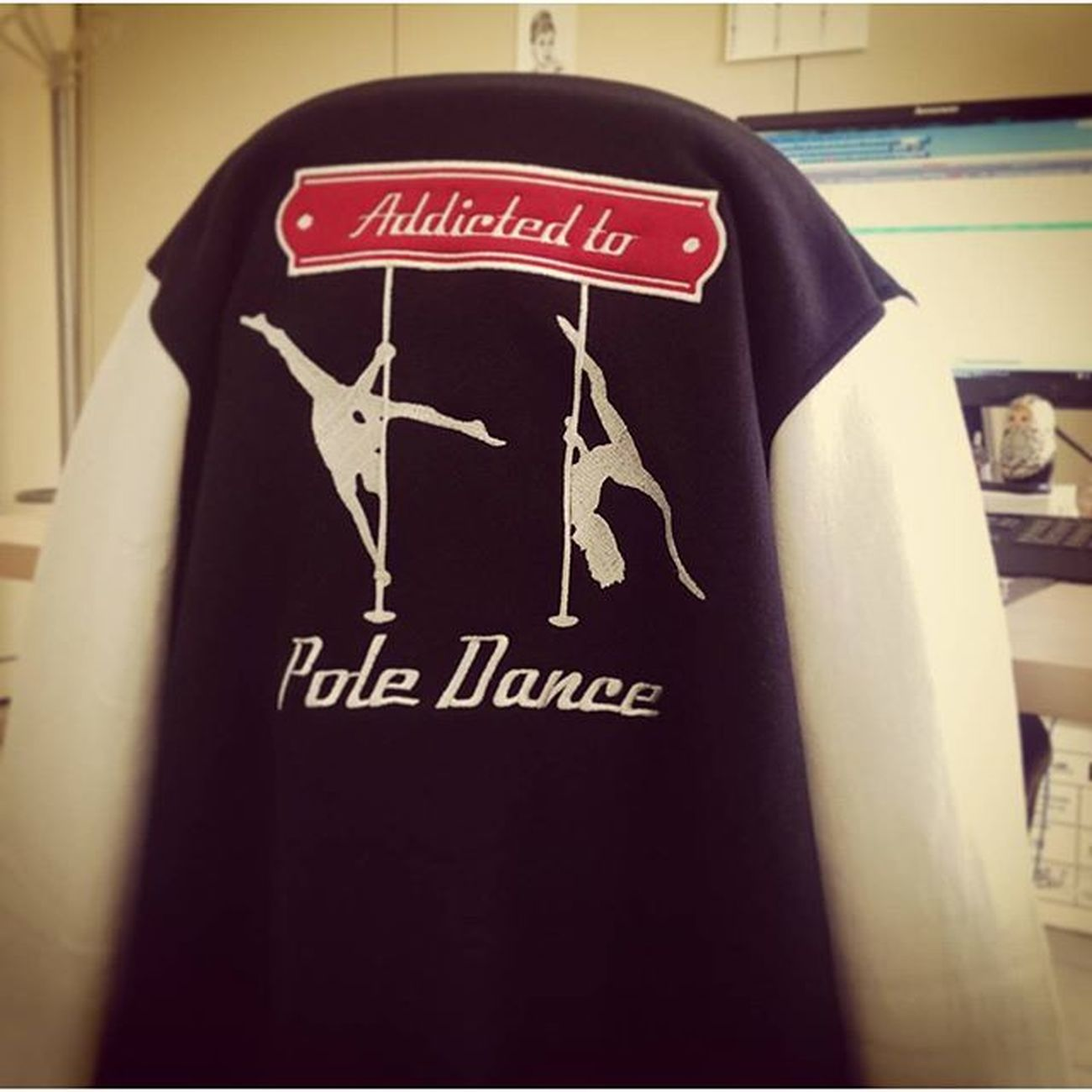 Pole dancers at work 😂😂😂 Poledancebeginners Poledance Poledanceaddicted Poledancersofinstagram poledancemania nopainnogain palonontitemo chiara0palo1 poledanceratwork chiara chasingmydreams celapossofareforse poledancer