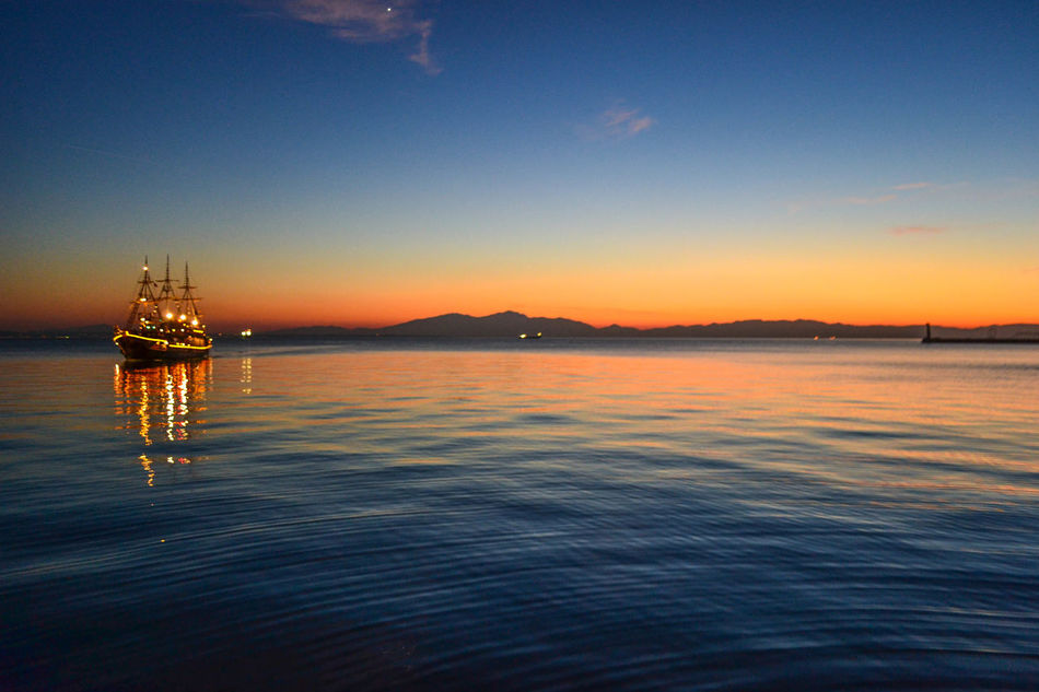 Sunset in Thessaloniki Thessaloniki Salonicco Grecia Greece Sunset Sea Water Reflection Beauty In Nature Nature Travel Destinations Outdoors Scenics Nautical Vessel Sky Skyporn Boat Lights Tramonto Natura Finding New Frontiers