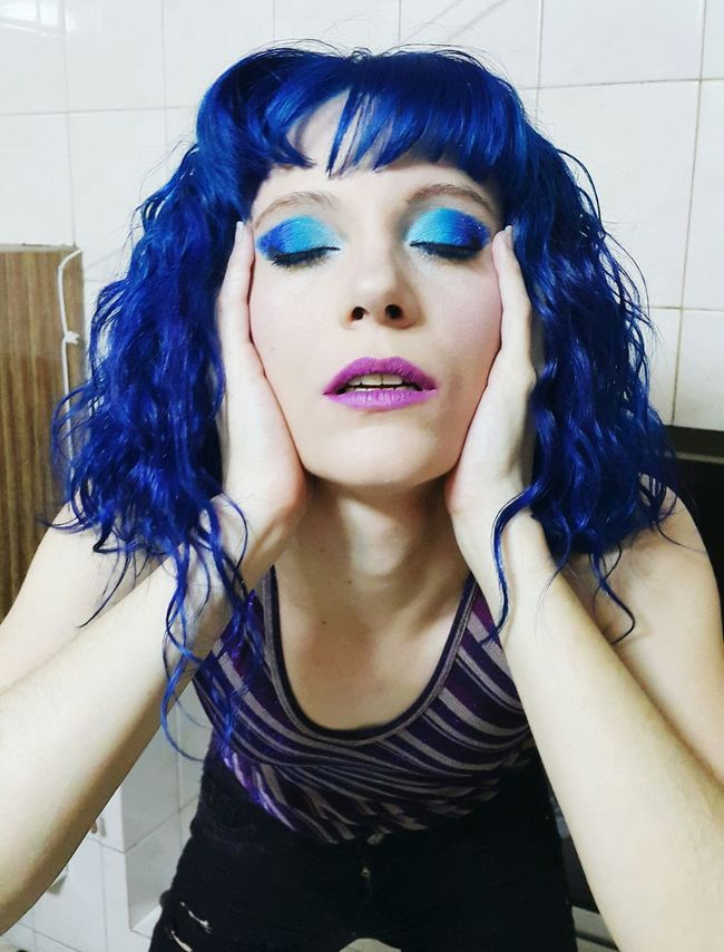 L'extase Portrait Beautiful ♥ Sister ❤ Makeup By Me Fashion Photography Rebel Saturated Colors Runway Looks Eyeemphotography Colour Me Crazy Punk Attitude Ecstasy Fashion Editorial Live For Thrills Ombre Haircolor Blues Have It Colour Of Life Eyeem Photo Takeover Contrast