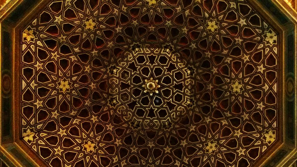 Amazing arabic pattern made of wood 1000 years ago!! Pattern Low Angle View No People Place Of Worship Travel Destinations Backgrounds Architecture Indoors  Architecture And Art Rose Window Day Close-up Andulucia Alcazar Alcazar De Seville Sevilla Spain History Architecture Arabic Style Mozaik Dom Ciling