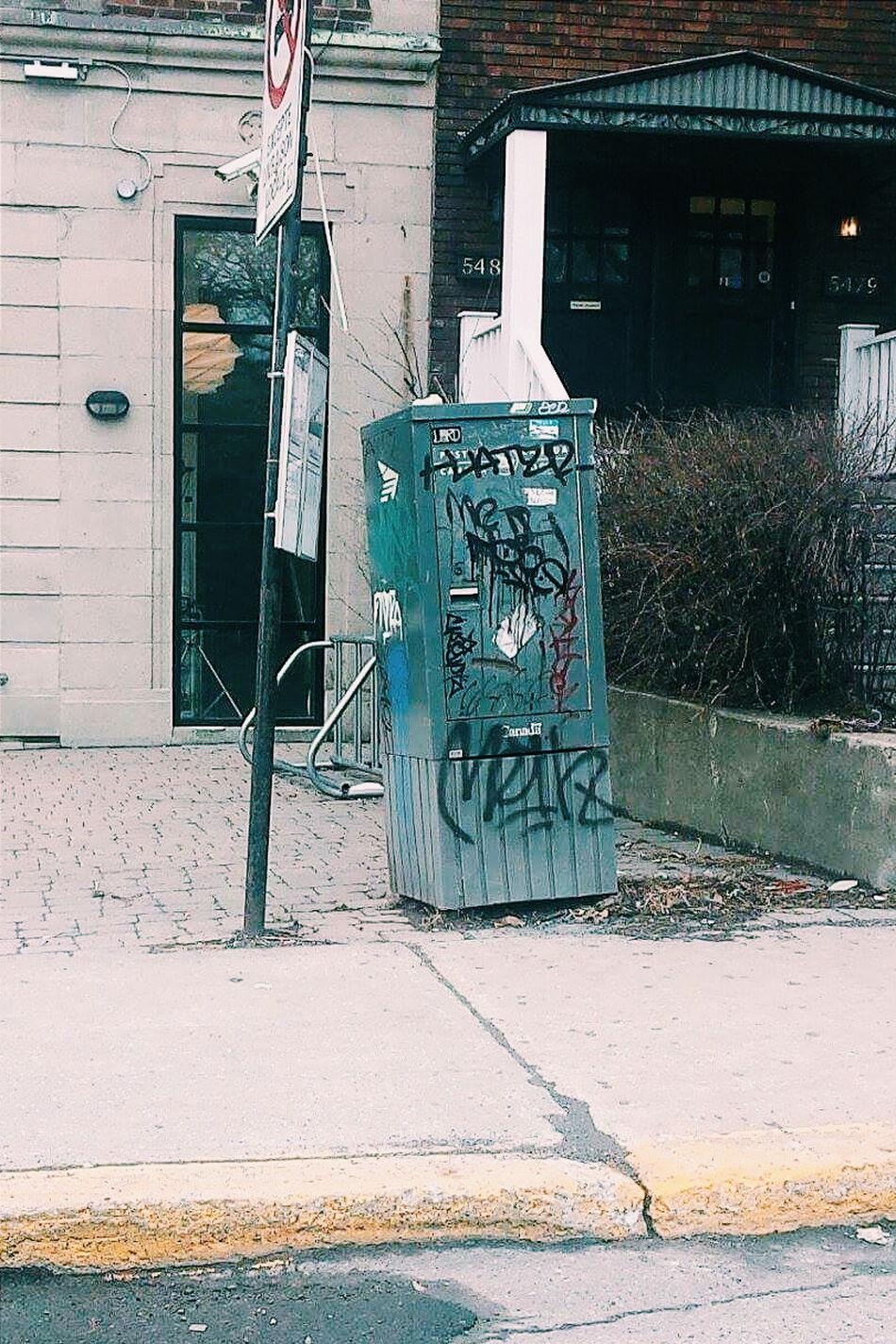 Check This Out Graffiti Graffiti & Streetart Graffiti On The Mailbox Urbanphotography Urban Lifestyle Urban Life Urbanstyle Urban Spring Fever Mailbox Mailbox Of The City 📮 Graffitilover Montréal