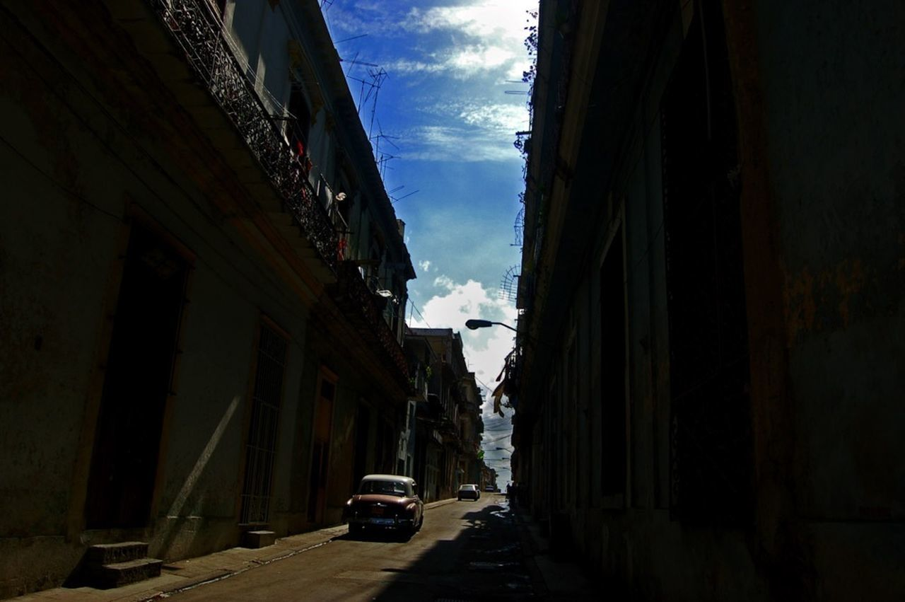 Havana - Cuba / Photography by Aaron Sosa / www.aaronsosaphotography.com www.aaronsosablog.com Photography Colors Streetphotography Havana