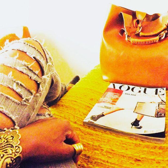 Recherche d'inspiration dans la Bible des fashionistas. Hello World First Eyeem Photo Fashion Fashionista Street Fashion Fashionblogger Fashion Photography Vogue Fashionweek AnnadelloRusso