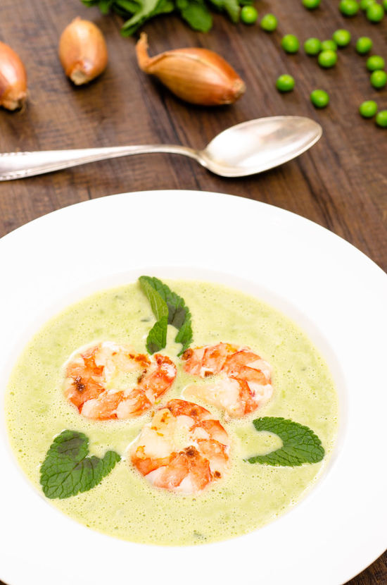 Green pea soup with shrimps and basil leaves Food And Drink Green Peace Seafood Shrimps Spoon Bowl Close-up Day Food Food And Drink Freshness Healthy Eating Indoors  Leaf Leaves No People Pea Soup Plate Ready-to-eat Soup Soup Bowl Vegetable Vertical Format