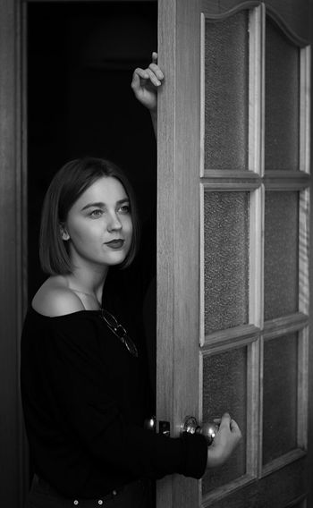 Looking At Camera Portrait One Woman Only Only Women Blackandwhite Photography Photo Bkack And White Girl Lades People Human Face Beautiful Woman Women One Person Beauty Door