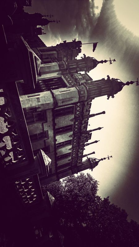 Outdoors Monochrome Monochrome Photography Architecture Manmadestructures Manmade Stately Home Old Buildings PhonePhotography Mobilephotography No People Architecture_collection Outdoorphotography Me, My Camera And I Low Angle View Stately Statelyhome