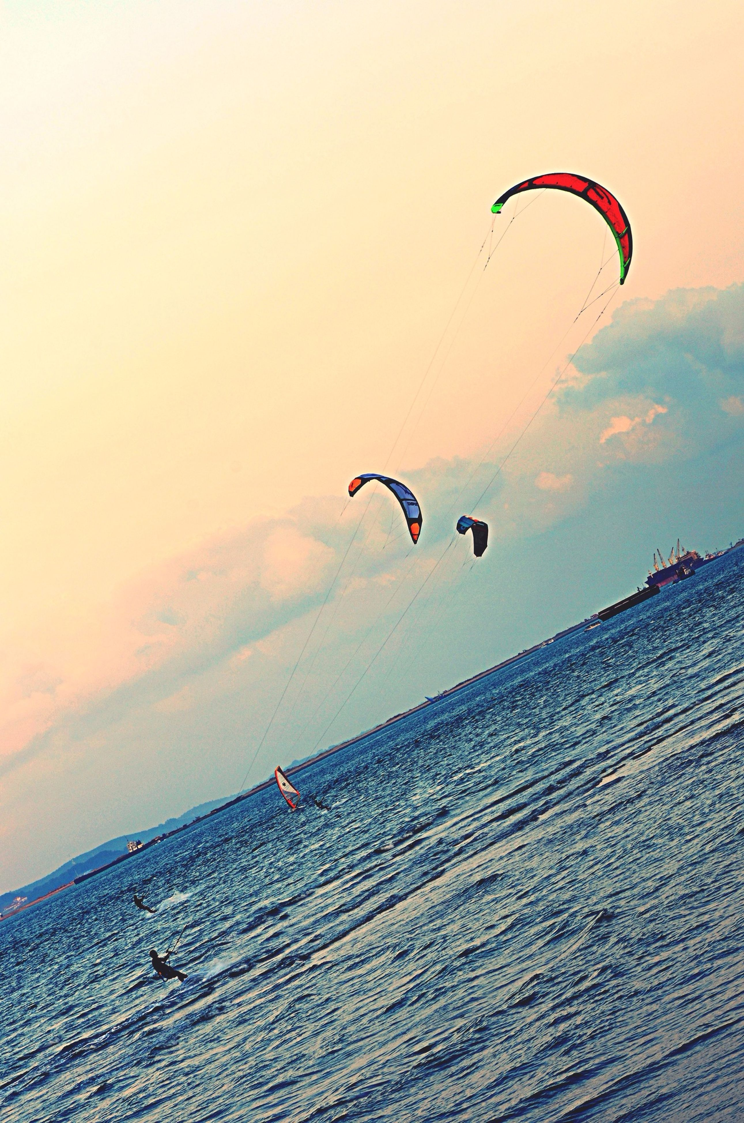 mid-air, extreme sports, leisure activity, parachute, adventure, sport, lifestyles, flying, paragliding, exhilaration, transportation, unrecognizable person, fun, skill, sky, men, hot air balloon, enjoyment