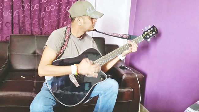 Playing Guitar Guitarist My Guitar Thats Me  Hi! Rockstar Karachi Going To Rock Musician Artist