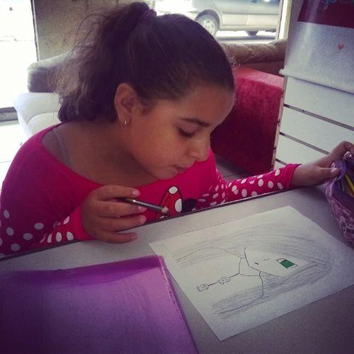 Esse dom de desenhar, certeza que @emyrechribeiro não herdou da mamãe... Elaarrasanosdesenhos