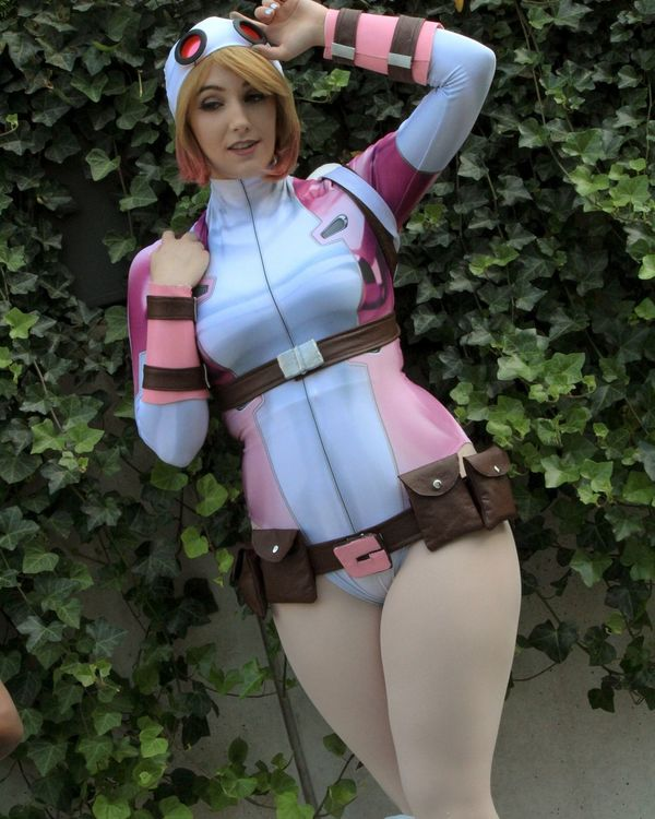 One Person Arts Culture And Entertainment Young Women Girls Only Women Nature Cosplayer Cosplay Cosplaying Pink Color Human Body Part Standing People Day Outdoors Tree Young Adult Adult One Young Woman Only