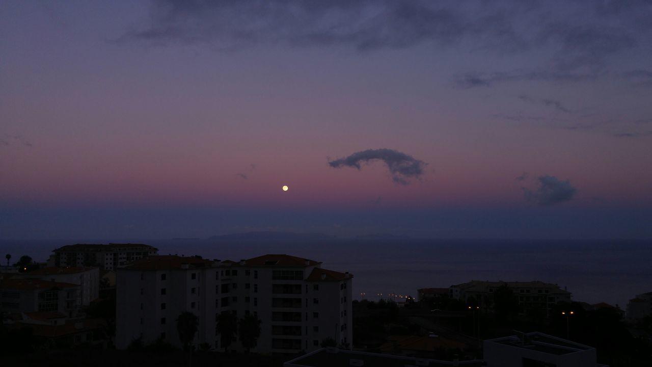 Moon + Sunset = ❤ Moon Yellowmoon Sunset Magic Hour Magicmoment Ocean Sky Clouds Madeira Madeiraisland Madeiradigital LGG4 Lgg4photography Fine Art Photography