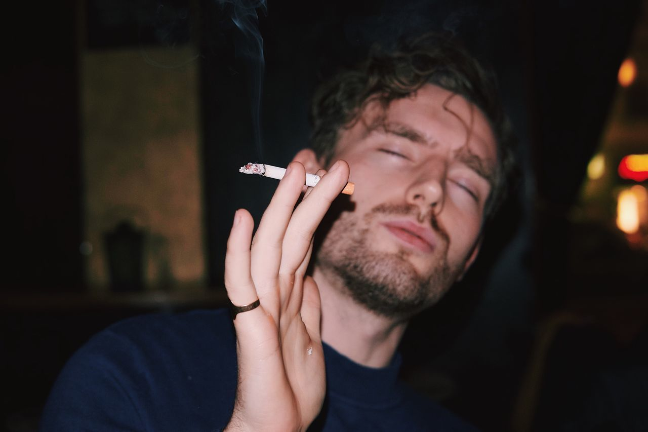 Beautiful stock photos of cigarette,   Berlin,   Roter Rabe,  25-29 Years,  Addict