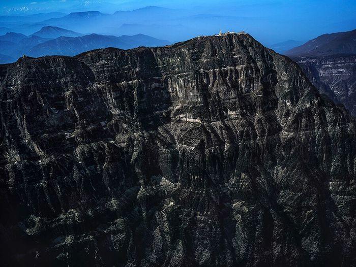 峨眉山舍身崖全貌 Rock Formation Geology Beauty In Nature Nature Rock - Object Physical Geography Travel Travel Destinations No People Sky Desert Mountain Tranquility Canyon Tranquil Scene Landscape Mountain Range Low Angle View Outdoors