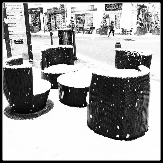 Sit down Streetphotography Black And White Streetphoto_bw Snow Wintertime