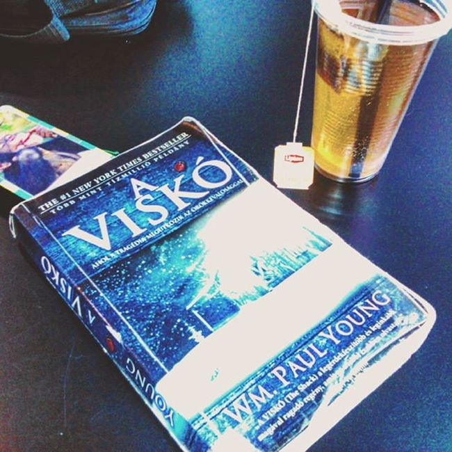 """A very great book!! Reading CurrentlyReading TheShack PaulYoung Williampaulyoung Bestseller  Book Readingtime Mik Tea Lipton Liptontea Relax Hottea Readingbooks Igreads (The hungarian title is """"A viskò"""") Lovereading"""