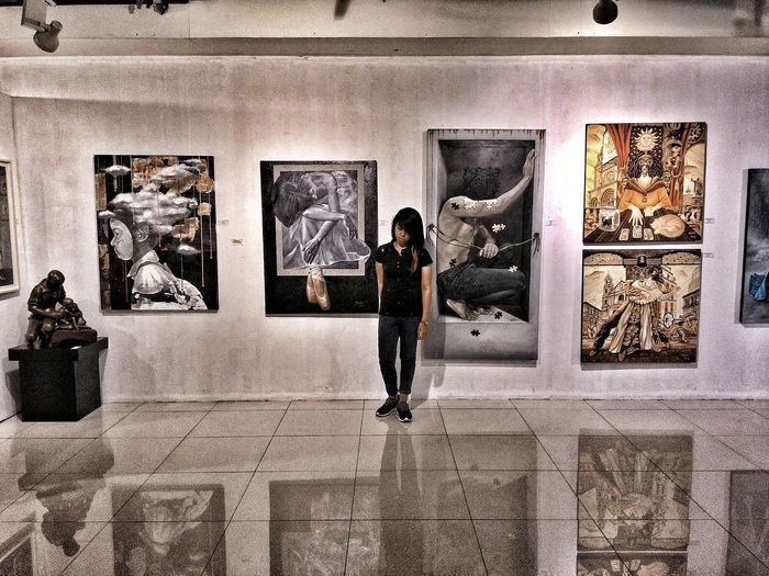 Lonely portraits. Eyeem Philippines Mobile Photography Wandering Painting Showing Imperfection Portrait Photography Exhibit  Sad Portraits Deep In Thought