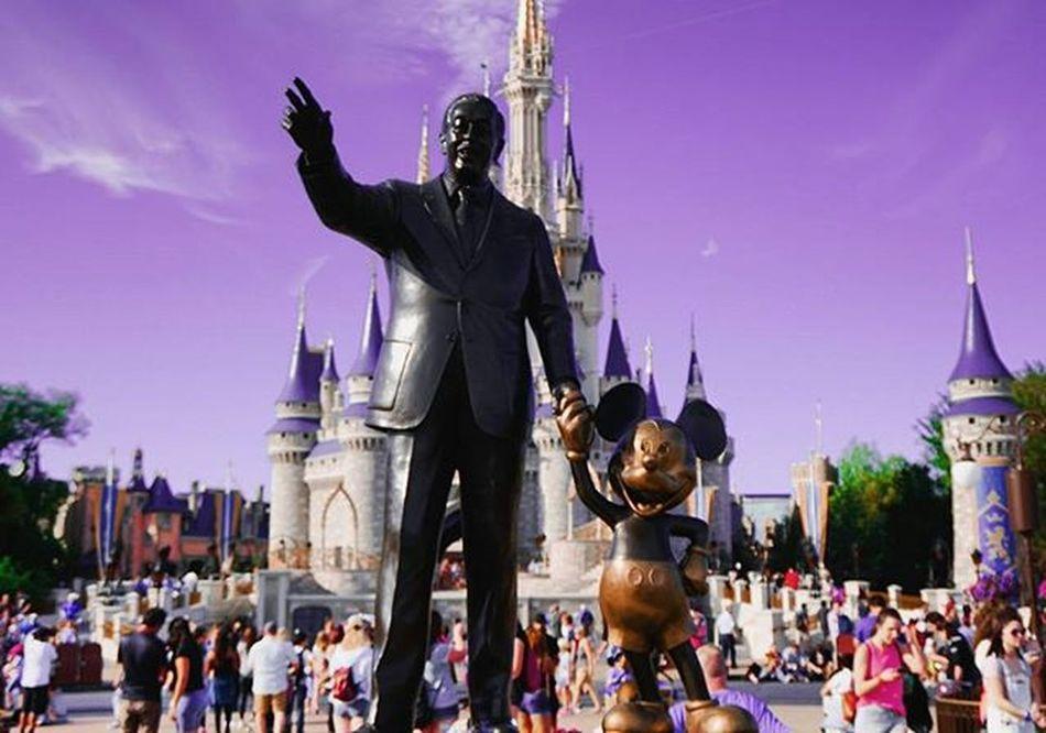 2/2 Disneyland Florida Mickeymouse Epicmickey Apeture Fieldofdepth Mickey Mouse Disney Statue Memories Orlando Sonyimages SonyA5000 SonyA7s Sonya7sii WaltDisneyworld Whenyouwishuponastar Disneyfantasia Fantasia