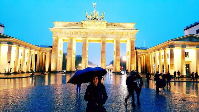 Battle Of The Cities Berlin Brandenburg Gate Brandenburger Tor City Life Rain Famous Place International Landmark Tourist Travel Capital Cities  Travel Destinations