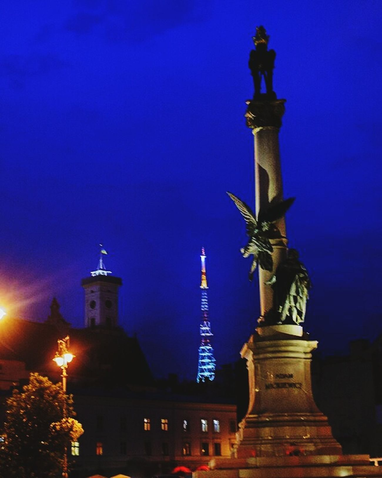 Statue Architecture Sculpture Illuminated Famous Place Sky City Life City Vscoua VSCO Vscocam Vscogram Vscogood Lviv Lviv, Ukraine Lviving Lviv1256 Lvivgram Lvivblog Lvivforyou Battle Of The Cities