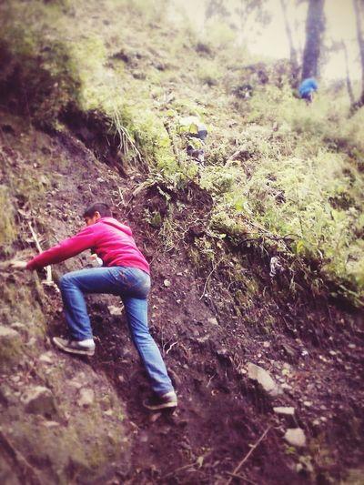 Exploring New Ground Cuesta subir un cerro, una montaña y en ocasiones hasta una cera pero al subirlas te das cuenta que valio la pena, que desde arriba se pueden ver mejor las cosas. <3 Naturaleza