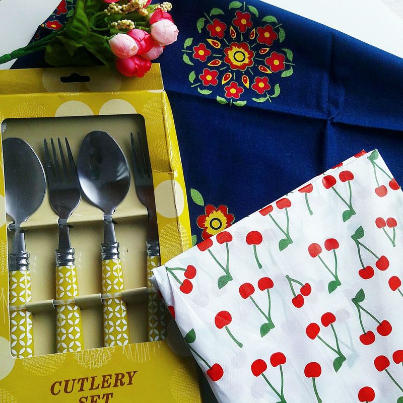 Lieblingsteil Red No People Close-up Beautiful Stuff Shabbychic Shabbychichome Kitschalarm! Spoons Treasure Fullcolors Whitetable Flowers Patterns Forks EyeEm Gallery Eyeemphoto Multi Colored