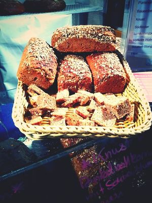 Buying brot at Markthalle IX by Roldano De Persio