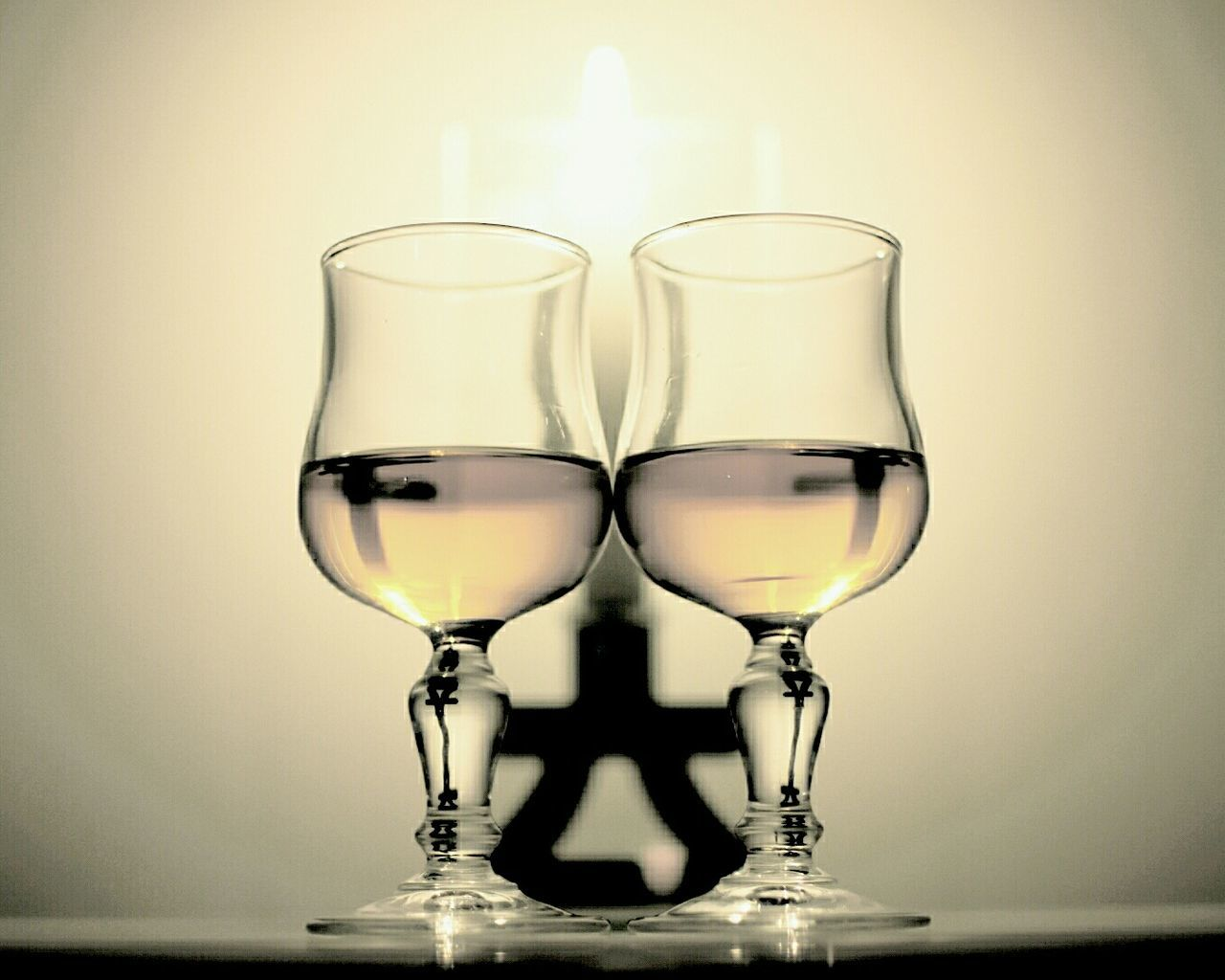 studio shot, wineglass, drinking glass, no people, drink, close-up, indoors